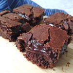 Keto gooey fudge brownie bars